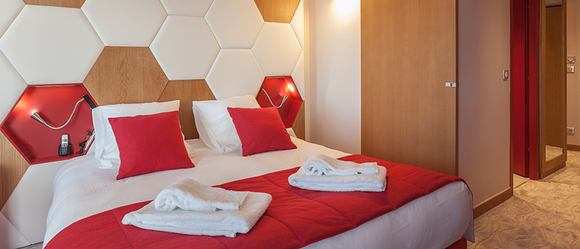France_Alpe-dHuez_Hotel_le_royal_ours_blanc_superior_room.jpg